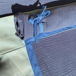 Lit cabane mezzanine KASVA avec textiles Bobble green-blue