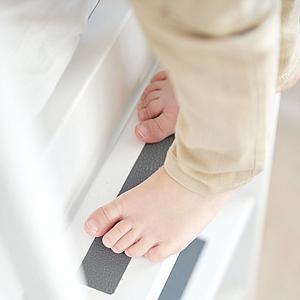 WHITE by Flexa Lit Classic mi-hauteur en MDF 90x190 cm avec échelle droite, toboggan, barrière de sécurité blanc et pieds blanc